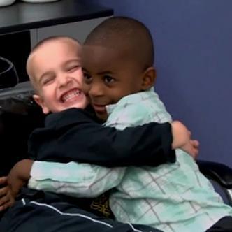 Reddy nació en República del Congo y fue adoptado por sus padres cuando tenía 2 años | Captura