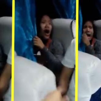 Durante todo el video se comienza a tapar la cara con la cortina del transporte   ALDÍA.CO