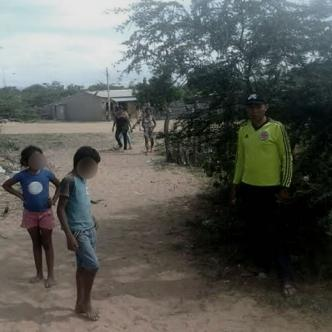 En este sitio donde se encuentran los niños y el adulto se presentó la tragedia con el camión que arrolló la niña   Cortesíal