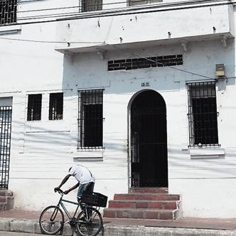 La muerte de la mujer se produjo en este motel del barrio San Roque. | Foto: Archivo