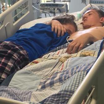 Stephanie Ray, de 15 años, junto a su novio Blake Ward | Tomado de Facebook