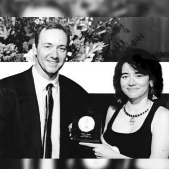 El actor Kevin Spacey fue quien entregó  el premio de la Academia a Patricia Cardoso en 1996   Foto: El Espectador