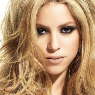 Durante el Mundial de Fútbol de Sudáfrica en 2010, Shakira fue la intérprete de la canción oficial del evento. El «Waka Waka (This Time For África)» | GIF: Giphy