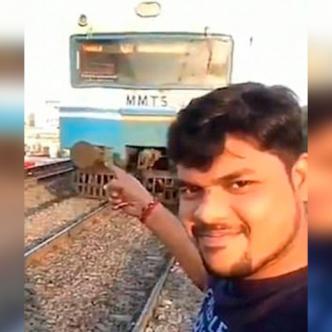 Momento en que el tren se aproxima al hombre.