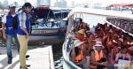 Momento en que los turistas abordan las embarcaciones en el muelle de La Bodeguita durante esta temporada.