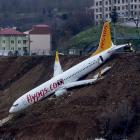 El aeropuerto fue cerrado brevemente pero volvió a abrir este domingo por la mañana   Dogan News Agency / AFP