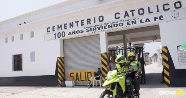 Fachada del Cementerio Calancala donde ayer la Policía llegó buscando al joven que disparó.