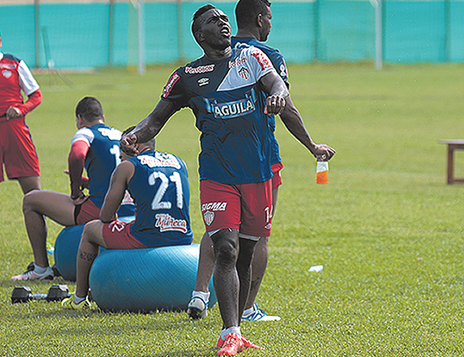 Toloza quedó en el ojo del huracán tras la cantidad de opciones de gol desperdiciadas en el empate 1-1 ante Envigado. | Foto: AL DÍA