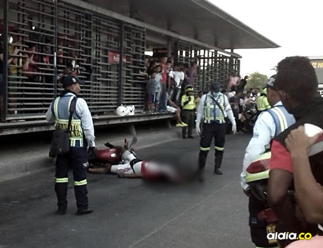El occiso estaba invadiendo el carril exclusivo de Transmetro cuando ocurrió el accidente.   Zona Cero