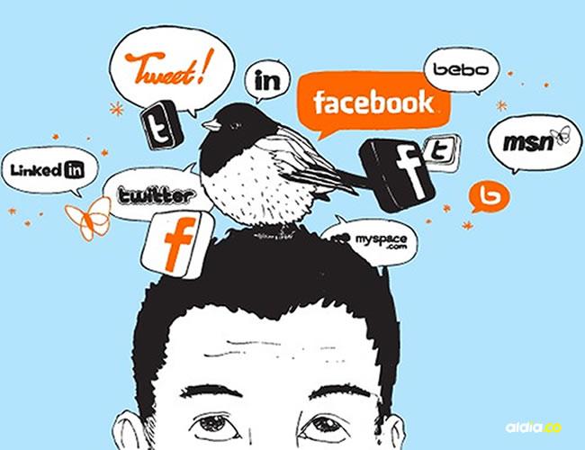 Hoy en día mantener activas las redes sociales es mas importante que sostener una conversación  Cortesía