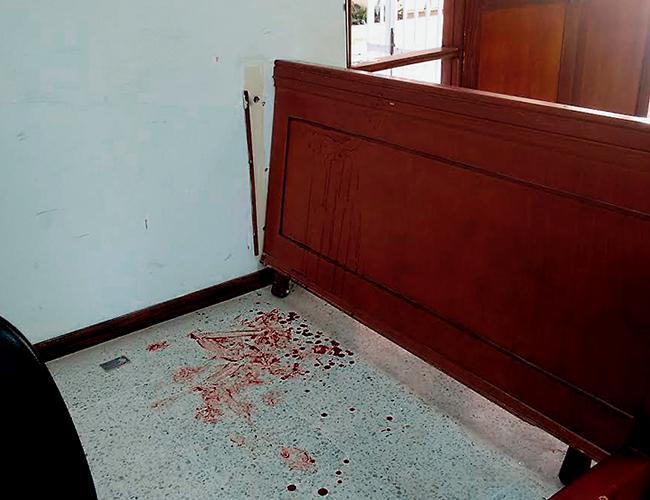 Sobre el piso quedó la evidencia del daño que se infligió en su humanidad el joven al que se le ratificó la condena ayer. | AL DÍA