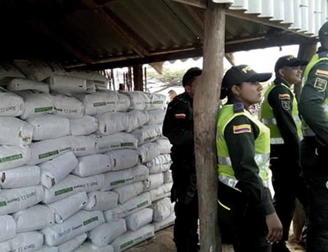 Esta donación de la Policía hace parte de otras que ya se habían cumplido, como la de la semana pasada, en la que se entregaron 50 toneladas de fécula de maíz, además de agua potable. | El Heraldo